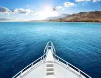 在海湾的马达游艇 库存图片