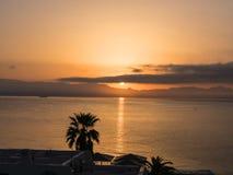 在海湾的Sinrise在科孚岛希腊海岛上的主要镇  库存照片