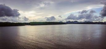 在海湾附近的日落 库存照片