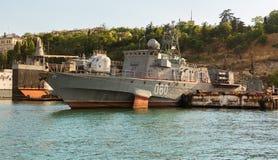 在海湾黑海的小反潜艇船060 免版税库存照片