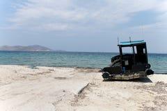 在海湾kos海岛,希腊的老渔夫小船 免版税库存图片