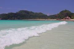 在海湾Lazare (白鹅Lazare)的波浪 Mahe,塞舌尔群岛 库存照片