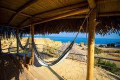在海滨别墅的吊床 库存图片