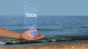 在海滩举行全息图文本的手订阅 库存例证