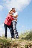在海滩假期的夫妇 图库摄影