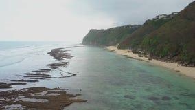 在海滩和海岸的鸟瞰图 股票录像