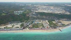 在海滩和海岸的鸟瞰图 股票视频