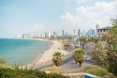 在海滩和都市城市特拉唯夫的Viev 夏天海岸线 著名旅游地方 图库摄影