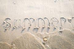 在海滩沙子的题字 图库摄影