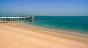 在海滩的一个码头在科威特 库存图片