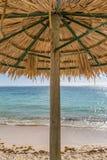 在海滩的一把遮阳伞 图库摄影