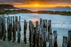 在海滩的五颜六色的日落圣马洛湾 免版税图库摄影