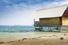 在海滩的假期客舱在加勒比 免版税库存照片
