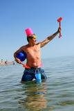 在海滩的北欧海盗精神 免版税库存图片