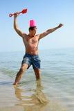 在海滩的北欧海盗精神 免版税库存照片