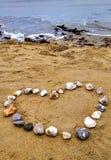 在海滩的华伦泰心脏 免版税图库摄影