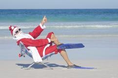 在海滩的圣诞老人圣诞节 库存图片