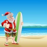 在海滩的圣诞老人 库存图片