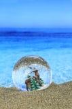 在海滩的圣诞节 免版税库存图片