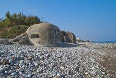 在海滩的地堡 免版税库存照片