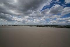 在海滩的多云天气波罗的海 库存照片