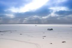 在海滩的多云天气 免版税图库摄影