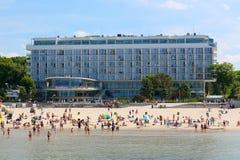 在海滩的大旅馆大厦在Kolobrzeg 库存图片
