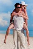 在海滩的夫妇 免版税图库摄影
