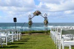 在海滩的婚姻的庆祝 免版税库存照片