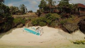 在海滩的婚礼曲拱 远足婚礼 保和省海岸海岛鸟瞰图  通风 菲律宾 影视素材