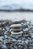 在海滩的小卵石 图库摄影