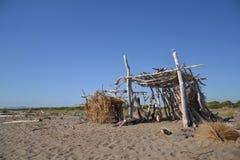 在海滩的小屋 免版税库存图片