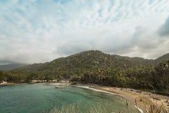 在海滩的小船在哥伦比亚, Caribe 免版税库存图片
