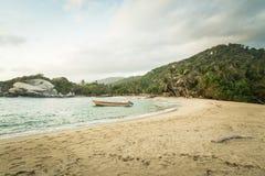 在海滩的小船在哥伦比亚, Caribe 库存照片