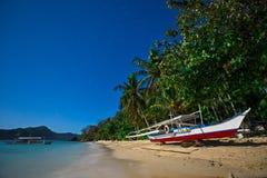 在海滩的小船在月光 库存照片