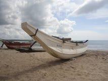 02 在海滩的小船 免版税库存图片