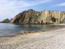 在海滩的峭壁 库存照片