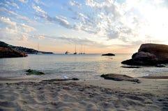 在海滩的惊人的日落在伊维萨岛 库存图片