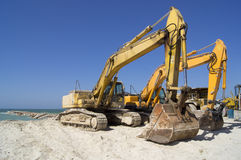 在海滩的挖掘者 图库摄影
