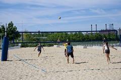 在海滩的排球 免版税图库摄影