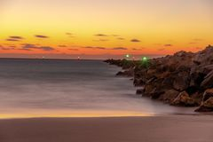 在海滩的日出新的黎明 免版税库存图片
