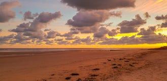 在海滩的日出阿斯内莱诺曼底法国 库存图片
