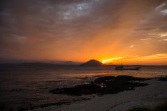 在海滩的日落与美丽的天空,自然风景 免版税库存图片