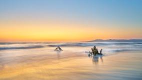 在海滩的日落在巴亚尔塔港,墨西哥 库存图片