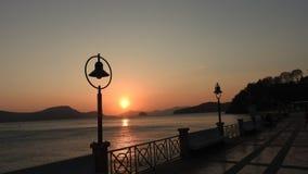 在海滩的日落在普吉岛泰国 免版税库存照片