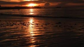 在海滩的日落在普吉岛泰国 库存照片