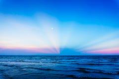 在海滩的日落在泰国 库存图片