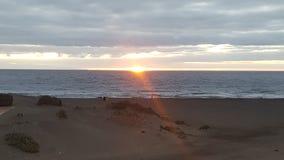 在海滩的日落在费埃特文图拉岛 免版税图库摄影
