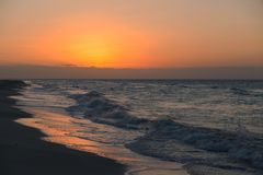 在海滩的日落日出 古巴varadero 免版税库存图片