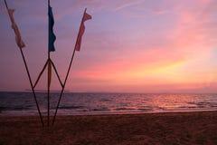 在海滩的日落,泰国 免版税库存照片